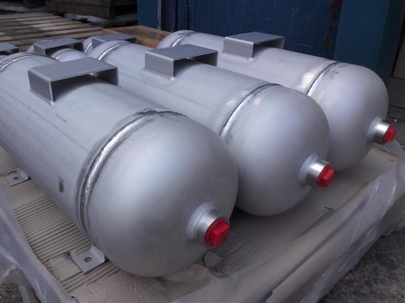 20-litre-air-receiver-bespoke-npt-bspp-pickle-oil-and-gas-specification