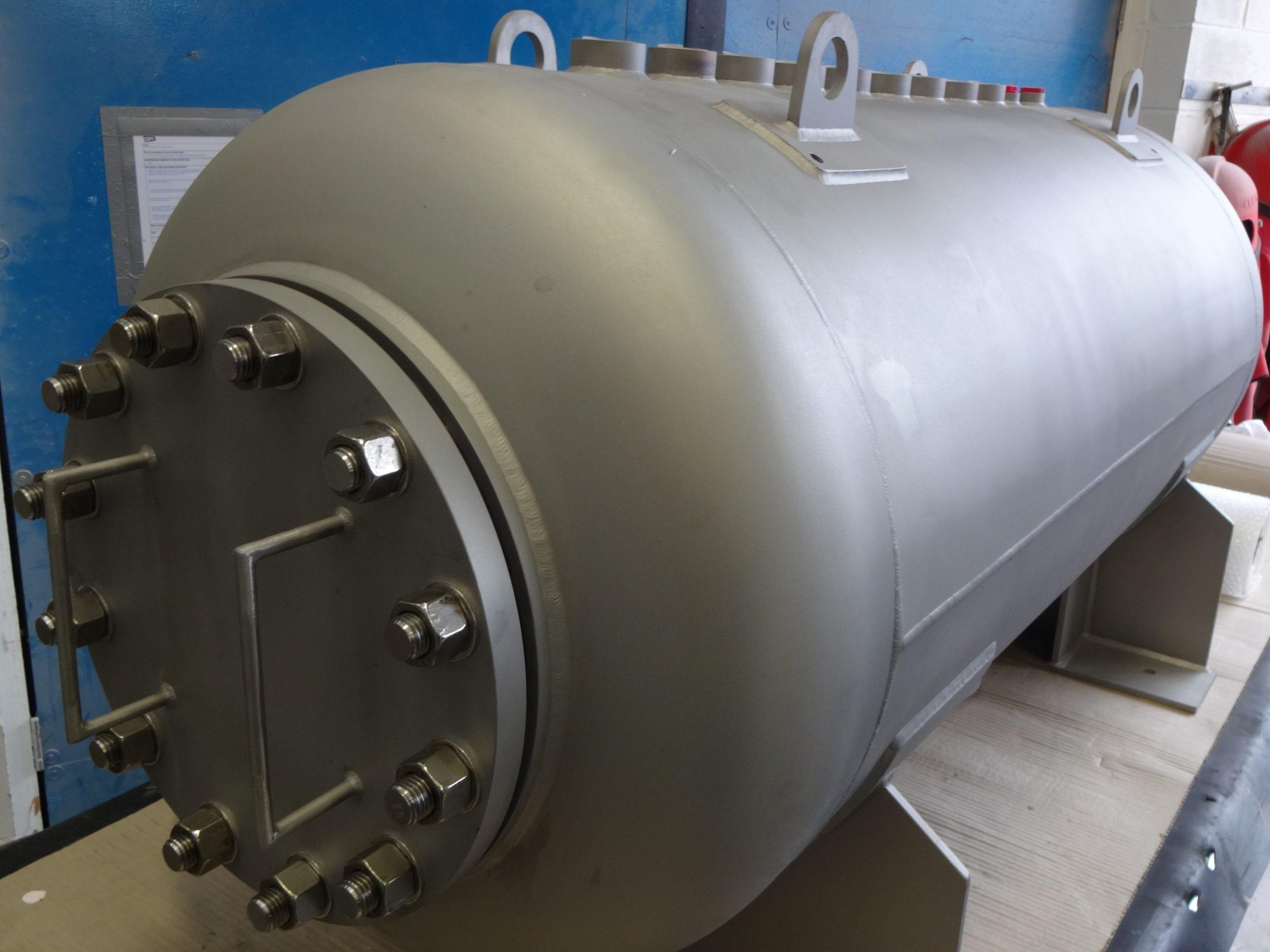 Stainless Steel Pressure Vessel - 500 Litre316/L Pressure Vessel containing Kerosene 316 Screwed Coupling T