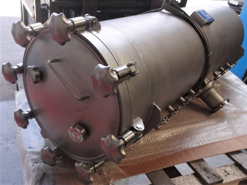 Filling-Bespoke-Pressure-vessel-316L-tri-clamp-ferrules-Tri-clover-connections-T_(4)