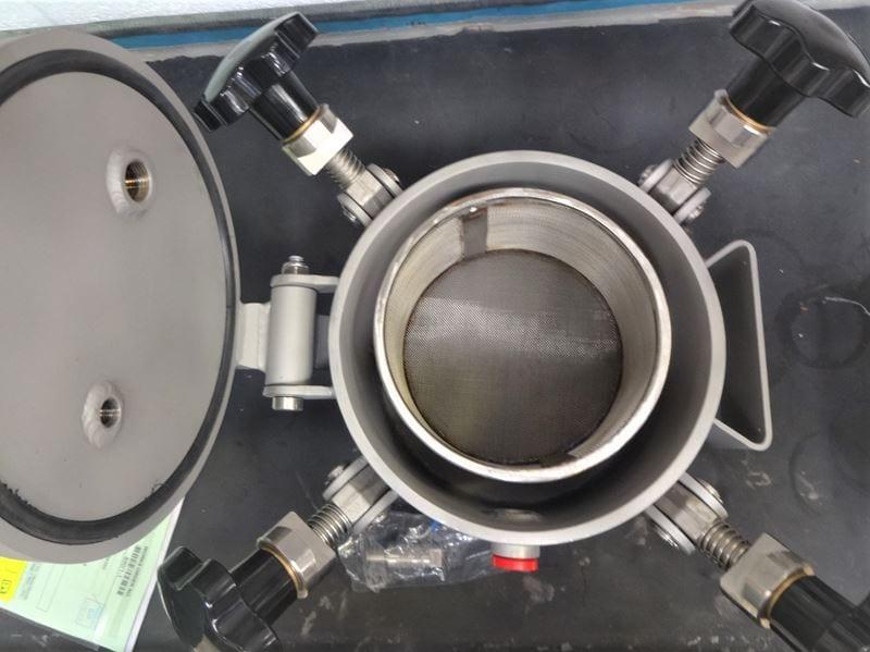 swing-bolted-test-vessel-stainless-steel-CPE-UK-Bespoke_(3)